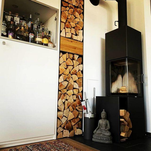 Ein neues Kaminholzregal auf den Millimeter passgenau gefertigt und geliefert   #kaminofen #feuerholzregal #steelfurniture #designfurniture #designlovers #designinspiration #designer #architecture #stahlmöbeldesign #stahlmöbel_manufaktur #stahlmöbel