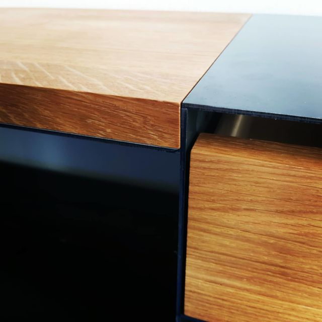 Ein neues Stück für einen glücklichen neuen Besitzer #steelfurniture #designlovers #designfurniture #woodworking