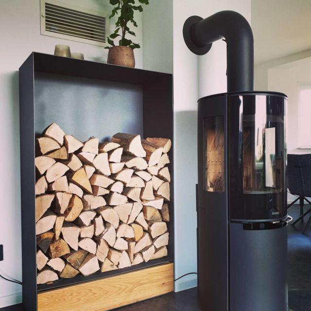 Individual design of an heavy fireplace wood shelf. 🧘♂️  #furniture #interiordesign #cosyhome #fireplace #homedecor #steelfurniture #design #interior #furnituredesign #home #architecture #interiors #homedesign #art #livingroom #wood #mebel #vintage #luxury #interiordesigner #woodworking #designer #m #style #bhfyp #f4f#innovation