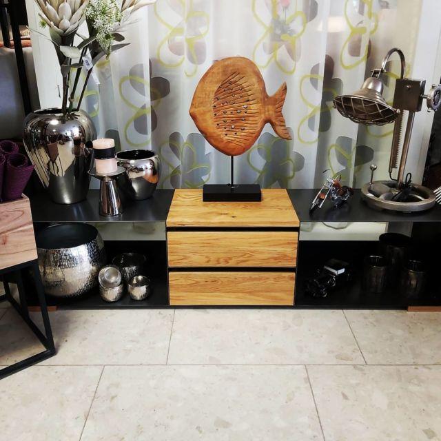 Etwas zuviel Dekor, oder? #kitsch 😅  #furniture #interiordesign #homedecor #steelfurniture #design #interior #furnituredesign #home #architecture #interiors #homedesign #art #livingroom #wood #mebel #vintage #luxury #interiordesigner #woodworking #designer #m #style #bhfyp #f4f#innovation#instastyle